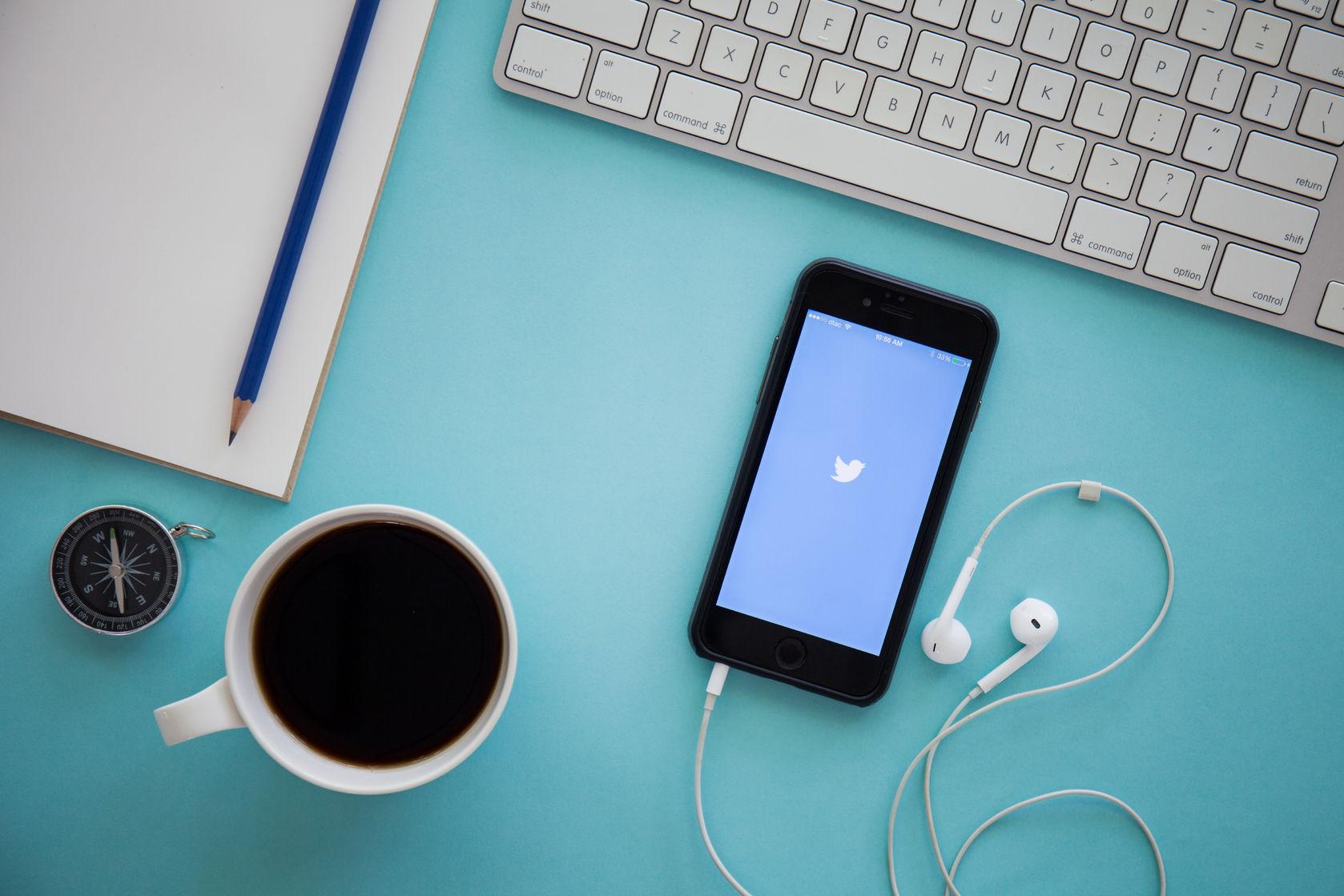 Twitter en teléfono móvil