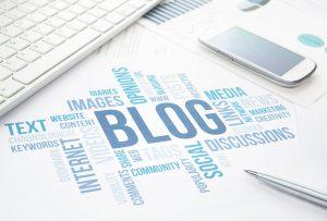 Palabra «blog» sobre escritorio.