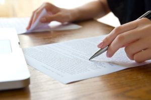 Revisión de texto impreso en papel