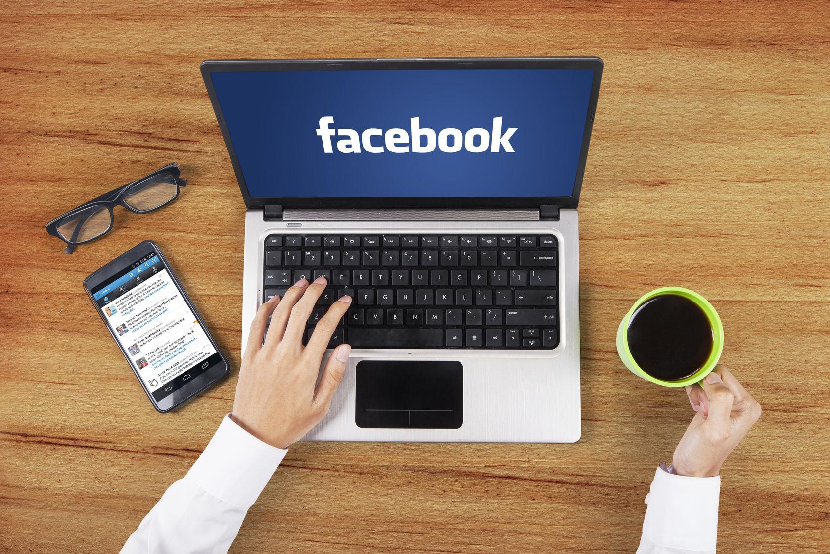 Facebook en ordenador portátil