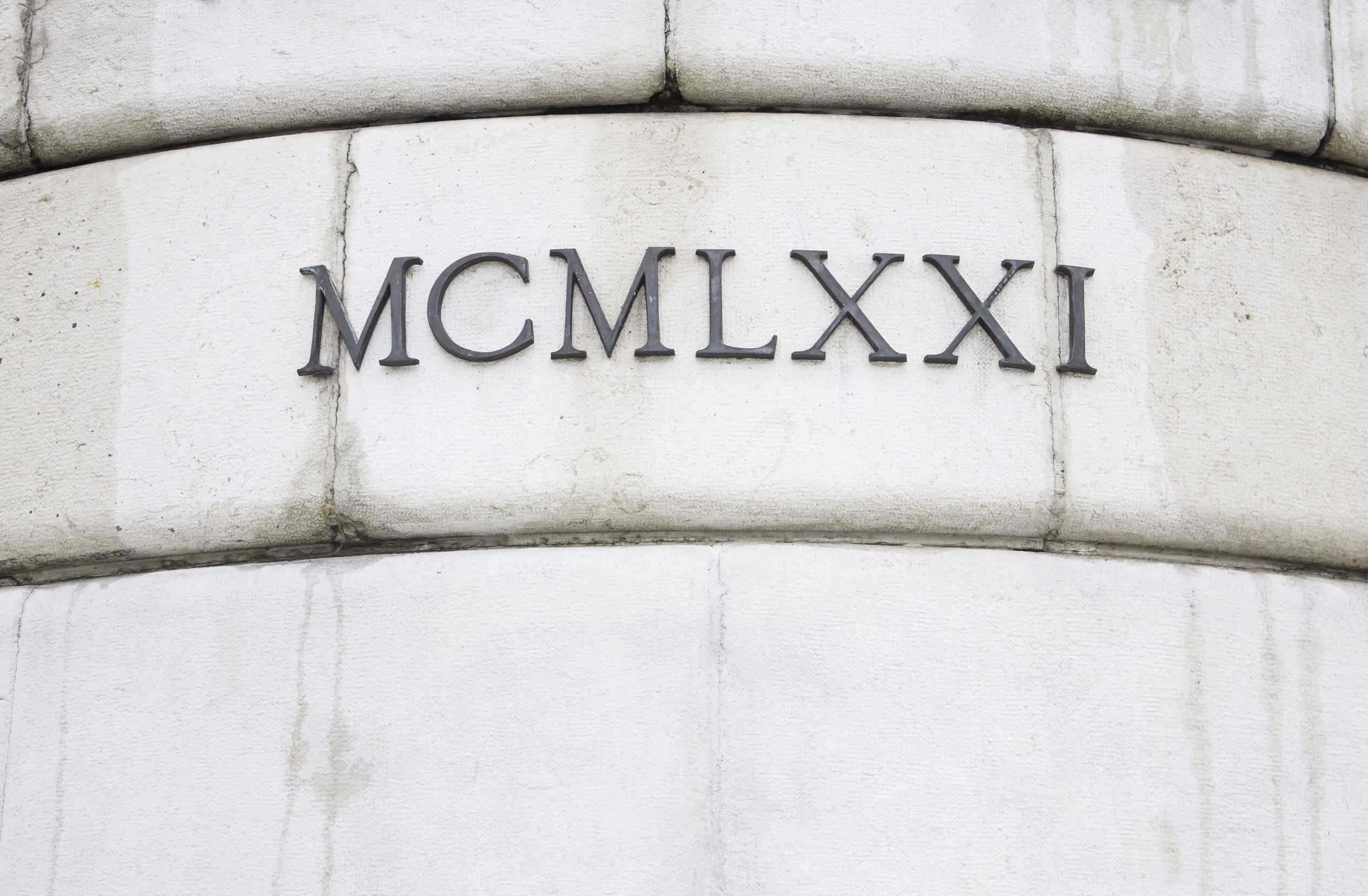 Números romanos en edificio