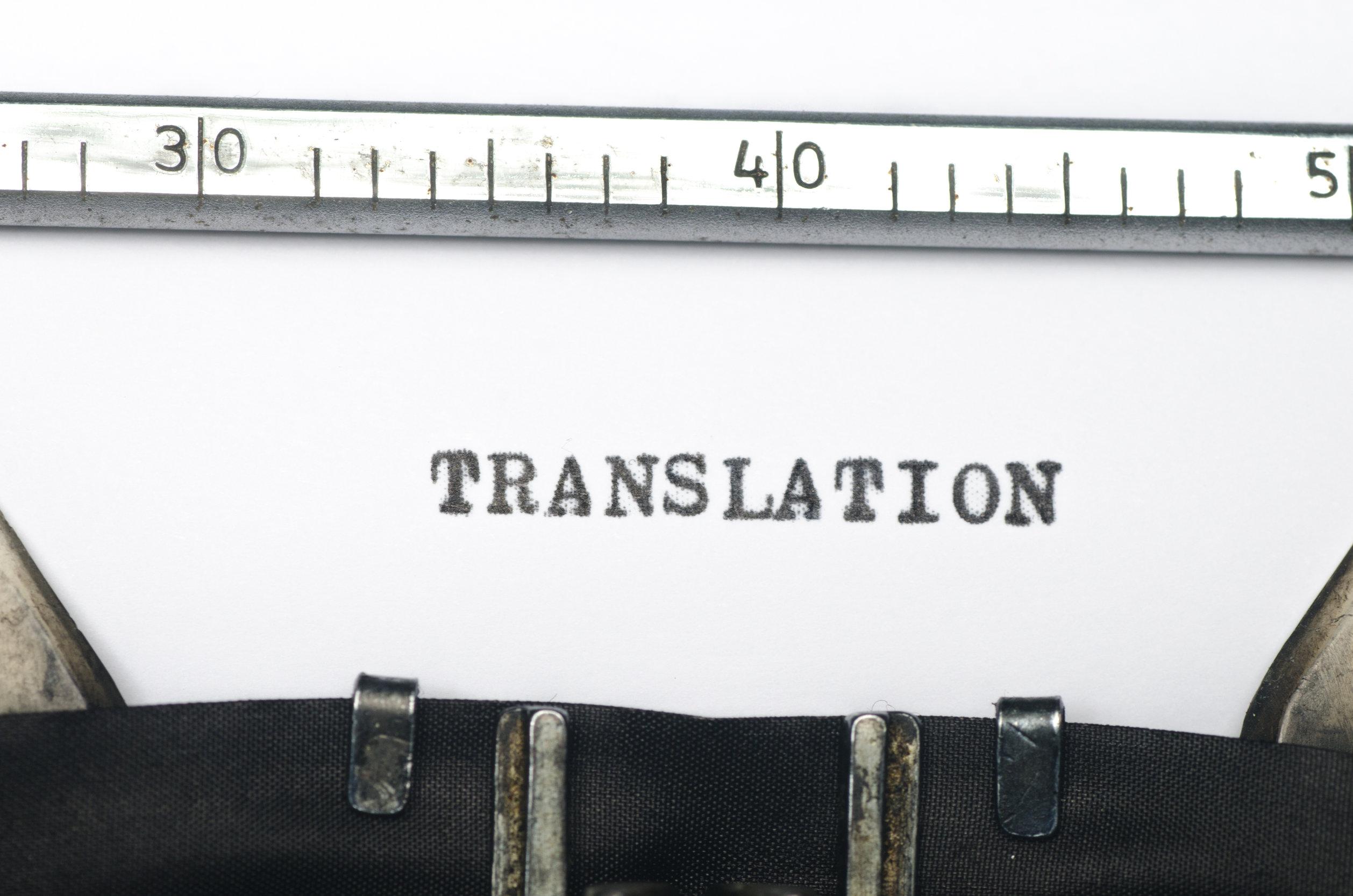 """¿Qué tienen Schopenhauer y Cortázar en común? Aparece una fotografía de una máquina de escribir con la palabra """"traducción"""" puesto que ambos eran traductores."""
